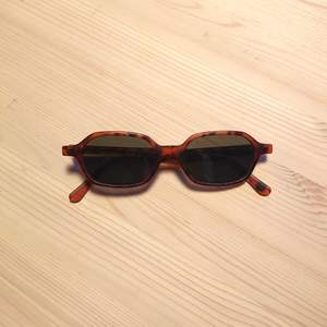 Solglasögon köpta second hand. I bra skick!