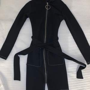 En sjukt snygg klänning från Gina Tricot! Tyvärr för kort för mig som är 180🙃