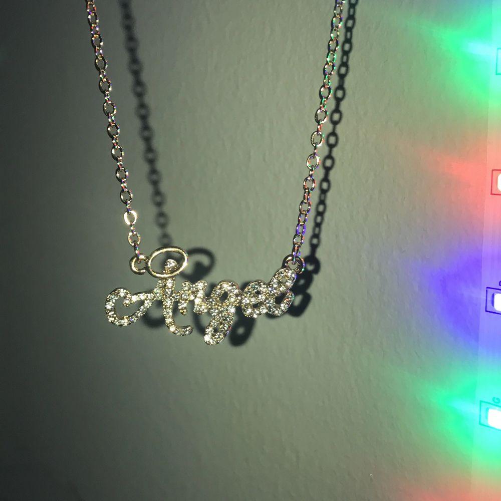 """Guldigt (fake) halsband med diamanter från ASOS med texten """"Angel"""" , helt oanvänt! 💕  pris kan diskuteras☺️☺️. Accessoarer."""