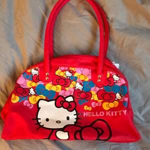 Hello Kitty väska köpt second hand, jättegullig men kommer ej till använding