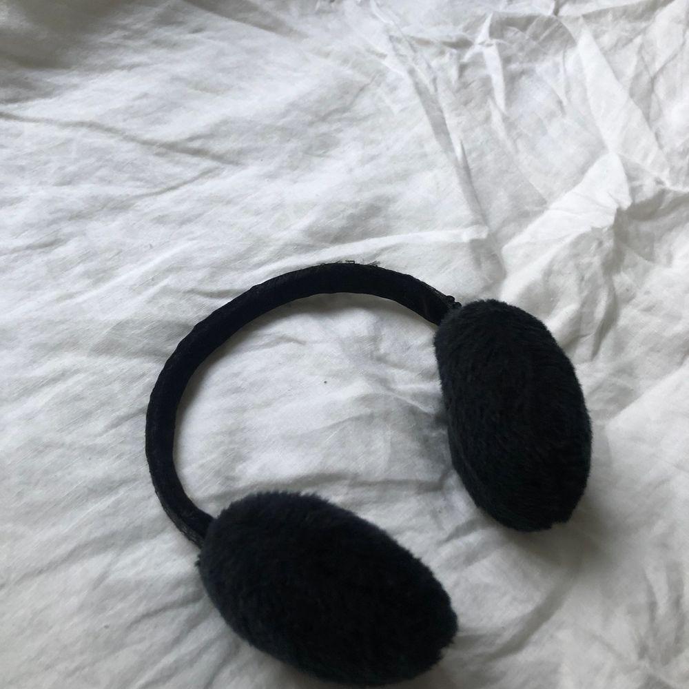 Så coola öronmuffar/värmare! Fint skick! Hör av er vid frågor:). Accessoarer.