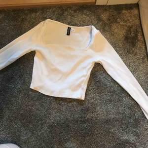 Fin tröja från HM som ALDRIG är använd🤍har en oanvänd i svart också