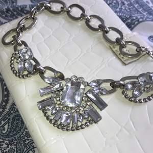 Coolt halsband i silver