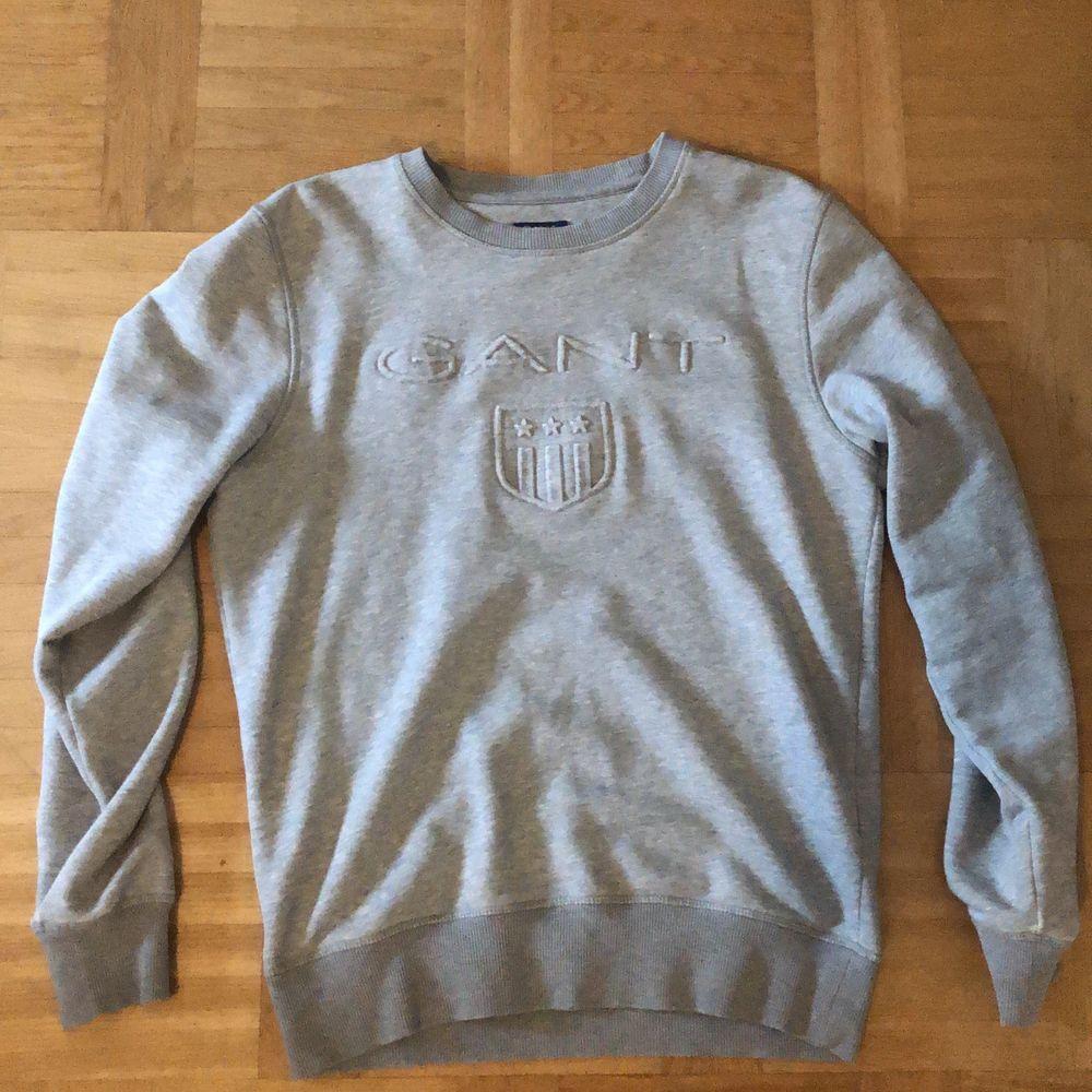 Grå sweartshirt, bra skick knappt använt pga för liten, Strl S. Huvtröjor & Träningströjor.