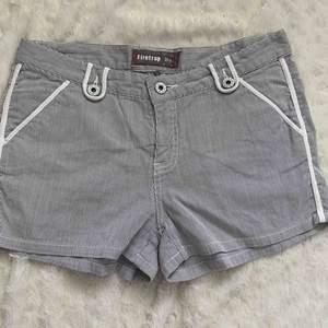 Shorts st.27 , nya
