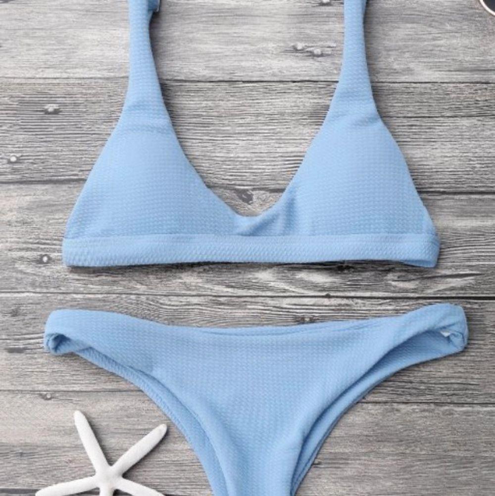 supersöt ljusblå bikini från zaful! endast testad på och tvättad en gång! Superfin och väldigt bra kvalitet! Köparen står för frakten!❣️. Övrigt.
