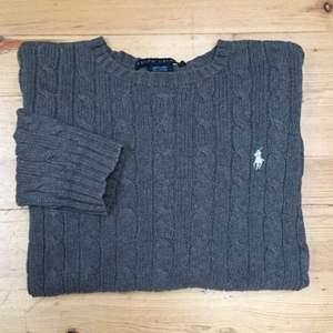 Äkta klassisk Ralph Lauren-tröja köpt i nyc. Använd fåtal gånger. Utmärkt skick.