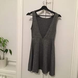Grå klänning, skönt material!