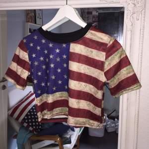 Crop top från Oasap med amerikanska flaggan. Använd en gång, storlek XS