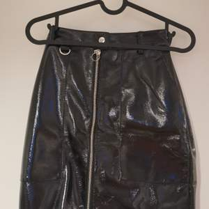 Svart kjol från bikbok. Tajt modell.