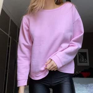 Rosa sweatshirt i storlek S, knappt använd 💘💘 Frakt tillkommer 💓