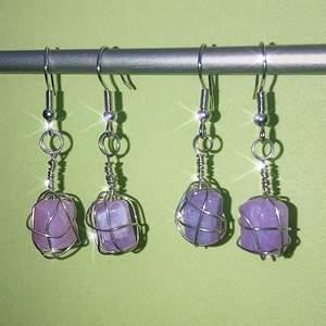 OBS! ENDAST ETT PAR KVAR! superfina lila wire wrapped örhängen som jag gjort själv 💜 checka min instagram för mer: @jewelryisawesome