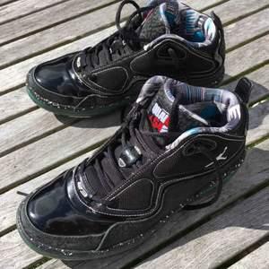 Säljer mina Jordan Element – Quai 54 – Ruff N Tuff limited edition skor. Super bra skick, knappt använda. Kom ut 2009 i en ganska liten upplaga. Storlek 40,5. Självklart äkta, därav priset.