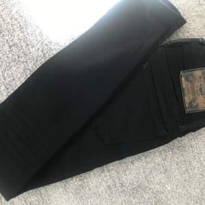 Ett par i princip oanvända jeans från Crocker! Skräddarsydda enligt min längd 1.57. Riktigt fin kvalite! Frakt tillkommer 🥰