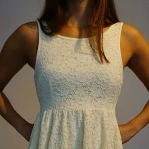 Supersöt vit klänning köpt i Australien.