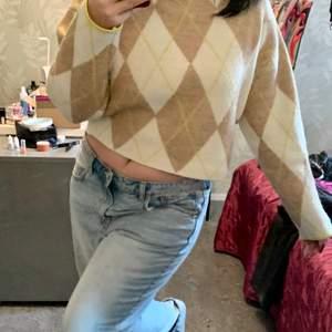 Världens mysigaste stickade tröja, så fint mönster!!!