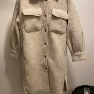 Säljer min kappa använd 2-3 storlek xs i väldigt bra skick nypris 699kr