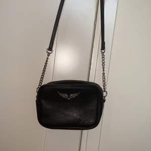 Super fin Zadig & Voltaire väska som är i jätte bra skick. Har nästan aldrig kommit till användning. Startbud på 500kr