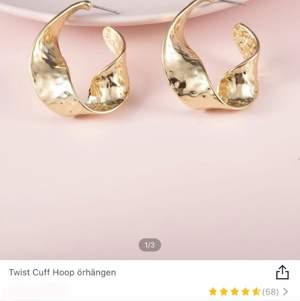 Säljer dessa fina örhängen som är köpte från Plick. Råka köpa 2 par så säljer de ena. Dvs dom är inte använda.. dom sitter verkkigen jätte fina på❣️