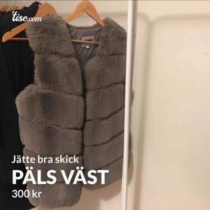 Jätte bra skick (passar även M), köparen står för frakten eller hämtas upp i Göteborg/Kungälv