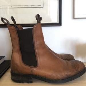 Läder skor 38, från novita  Behöver klackas om