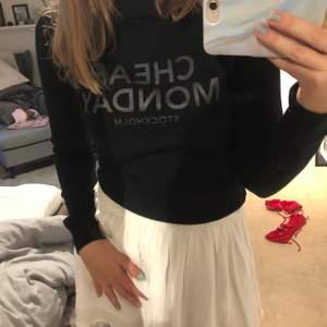 "Svart ""Cheap Monday"" sweatshirt i bra skick"