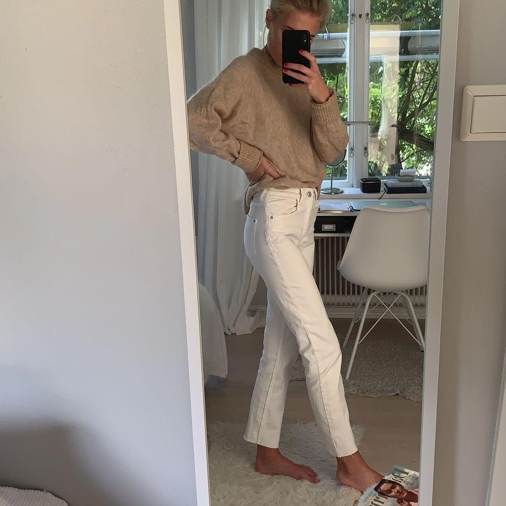 Superfina mango jeans i straight-modell. Passar till oversized stickadetröjor eller skjortor! Köparen står för frakt! . Jeans & Byxor.