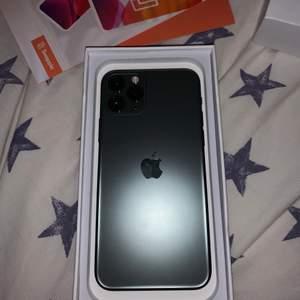 Säljer en helt ny iPhone 11 PRO från Swappie! Har inga repor eller sprickor. Inte använd. Buda i kommentarsfältet eller köp direkt för 10 000kr. Skriv privat om du har frågor osv. (HÖGSTA BUDET ÄR 8000 JUST NU)