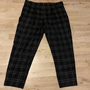 Ett par rutiga kostymbyxor, är osäker på storleken men typ 30-36