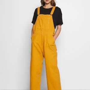 Använda en gång inomhus. Var alldeles för stora och prislappen hade tyvärr redan klippts av. Monkis kläder har ofta väldigt stora storlekar. Dessa är storlek xxs, men sitter stort.