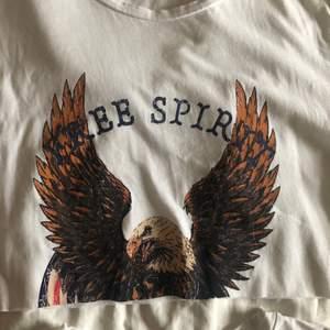 2 st t-shirts som jag klippt av. Båda är i strl S. Skriv för fler bilder🤍