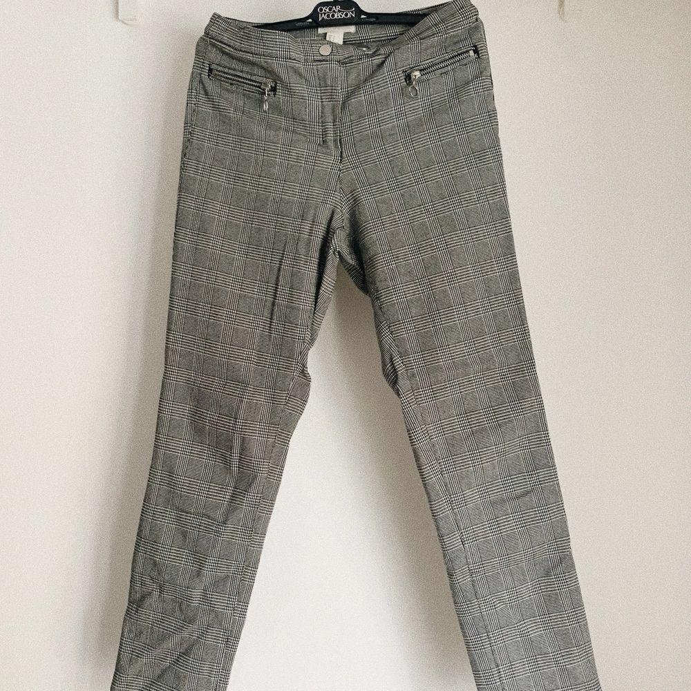 Mjuka sköna kostymbyxor i fint skick. Storlek 38. Frakt inräknat i priset 🌻. Jeans & Byxor.
