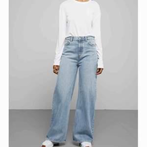 Säljer mina skitsnygga Ace high wide jeans i strl 25/32 från Weekday. Färgen heter san fran blue och jeansen är i jättefint skick. Köpare står för frakt eller så möts vi upp i sthlm🌟