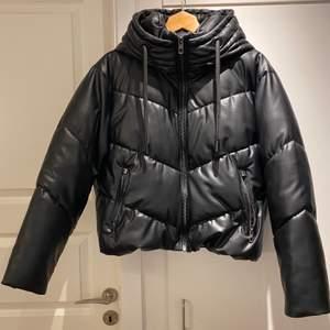 Säljer min zara jacka köpt detta år Max använd 5 gånger, så himla snygg men kommer ej till användning