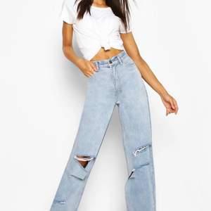 Skit snygga jeans som är tyvärr för litet! Har använt Max 3 gånger, Frakten står jag ej för:)