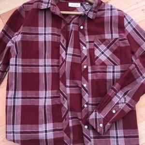 Skjorta som jag bara använt ett par gånger, så nyskick. Storlek S!💖