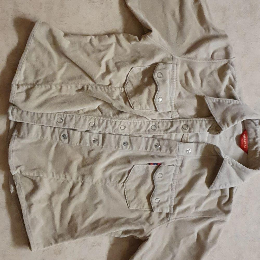 Jättefin beige denim jacka, säljer de pga de är för liten för mig:( (priset går att diskutera, frakt tillkommer)❤️. Jackor.