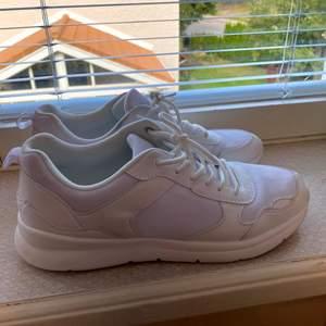 Vita sneakers, märke So All i strl 42, använda endast en gång