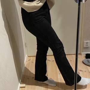 Fina och skämta bootcut jeans från weekday❤️ kommer inte till användning längre så söker ny ägare💫 priset kan diskuteras🥰