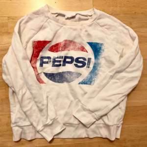 Pepsi tröja från Bikbok. Sparsamt använd så i fint skick. Köparen står för frakten!