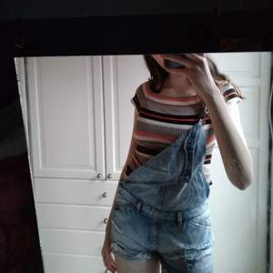 Säljer dessa byxshorts från Zara! I storlek small och i bra skick!