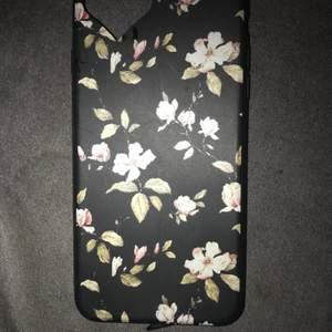 Har skal till iPhone plus 7/8 osv. 100 kr st, det gråa kostar 50 kr eftersom det finns ett litet märke där bak