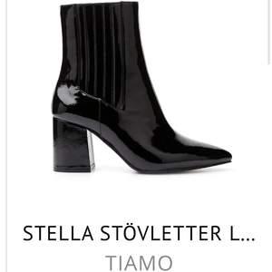 Slut på hemsidan är exakt som nya köptes för 799kr. Aldrig använda endast provade. Bekväma och passar perfekt som lite finare vår/höst sko.