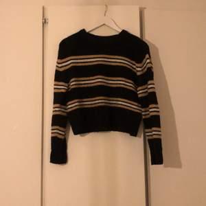 Säljer min stickade tröja från hm i stl xs som är i jättefint skick.
