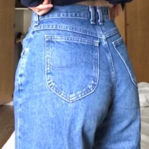 Jätte bekväma snygga mom jeans köpta second hand för lite mer än 2 år sen. Inte alls slitna och sitter perfekt!