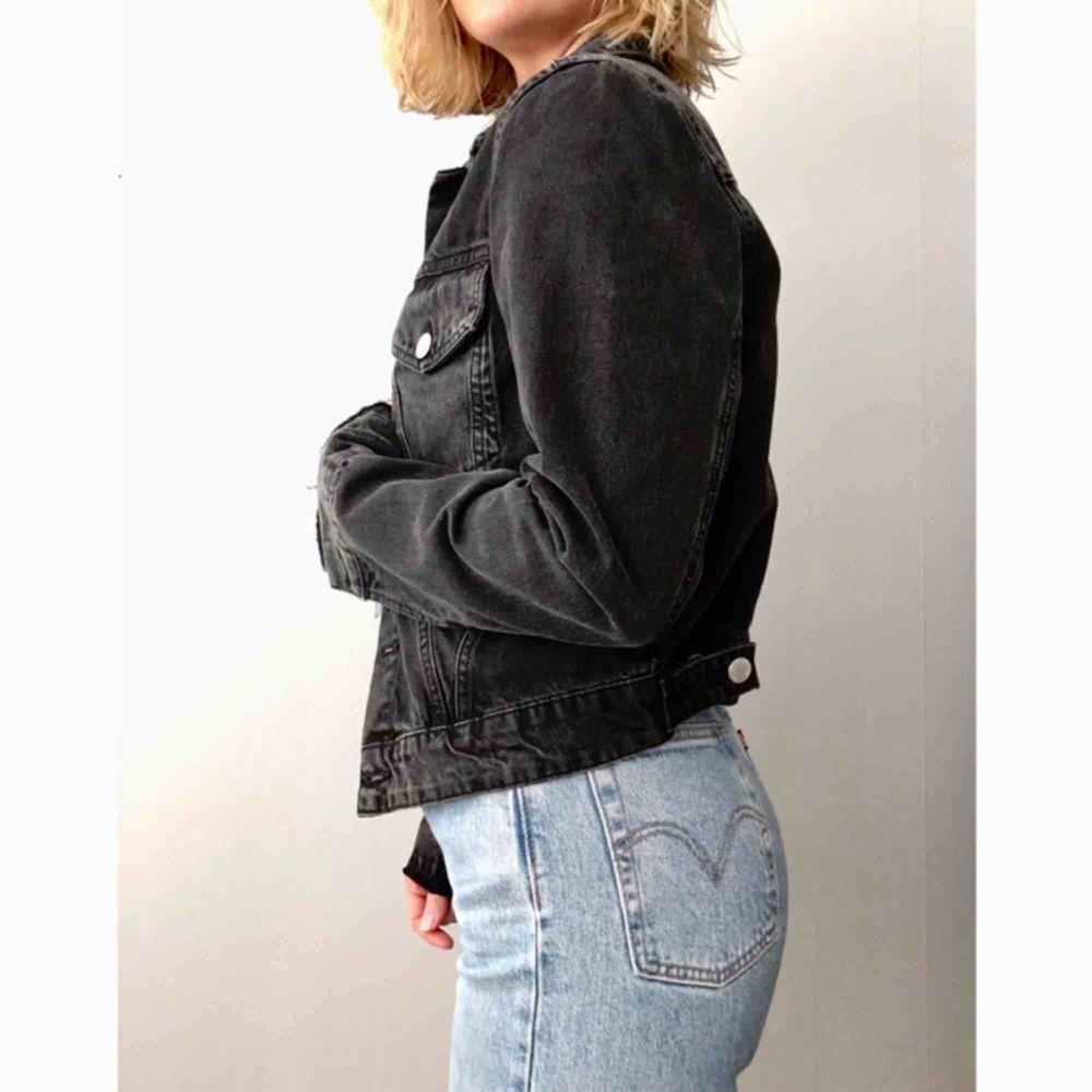Svart jeansjacka från Cheap Monday. Fint skick. Köparen står för frakt. . Jackor.