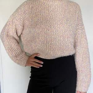 En färgglad tröja från hm i storlek 38! (SWISH) frakt = 63kr🦋