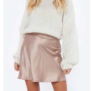 Jätte söt kjol ifrån chiquelle! Använd ca 2 ggr, mycket fint skick. köparen står för frakt!❤️