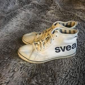 Svea skor i strl 36. Måttligt använda men lite lortiga men kan tvättas
