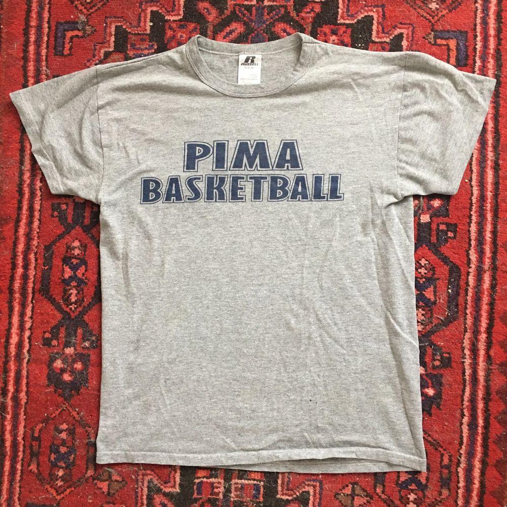 Vintage Tshirt i mjukt tyg! Köparen betalar frakt på 45kr! ⛹️♀️🏀 . T-shirts.